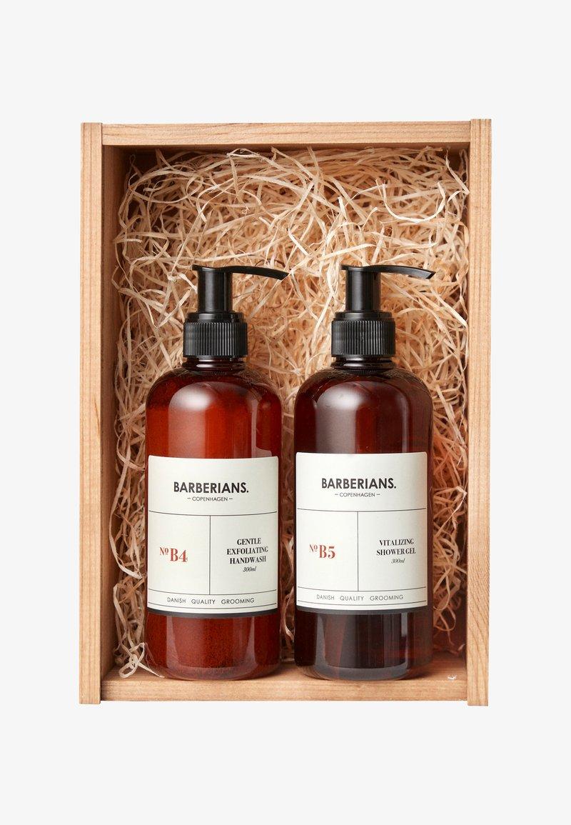 Barberians - SOAP ME UP - Set pour le bain et le corps - -