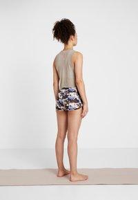 Curare Yogawear - YOGA SHORTS - Leggings - multi-coloured - 2