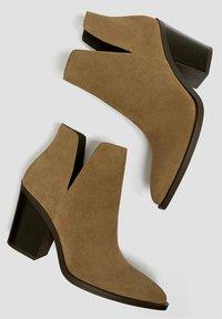 PULL&BEAR - Kotníková obuv - sand - 3