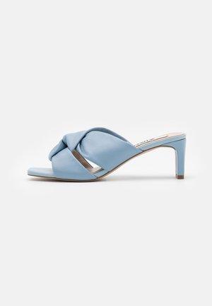Pantofle na podpatku - blue
