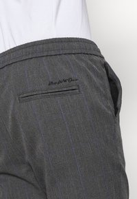 Kings Will Dream - PAULIE SMART JOGGERS - Trousers - charcoal check - 4