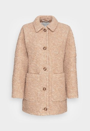 CURLY OVERSIZED WIDE SLEEVES PATCHED POCKETS TURN - Winter jacket - soft caramel