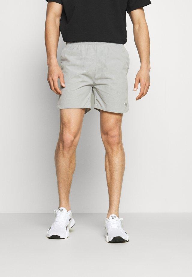 DRY TECH SHORTS - Short de sport - grey