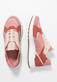 ECCO - ST.1 - Sneakersy niskie - salmon - 3