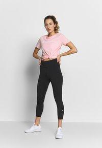 Champion - CREWNECK - T-Shirt print - pink - 1