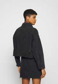 Missguided - PLEAT BACK OVERSIZED 80S JACKET - Denim jacket - black - 2