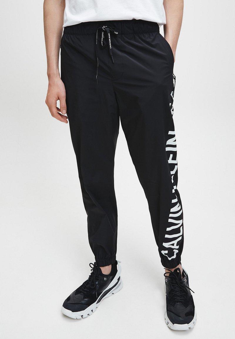 Calvin Klein Jeans - Pantaloni sportivi - ck black