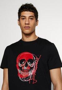 Just Cavalli - SKULL - T-shirt imprimé - black - 3