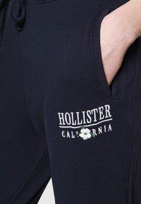 Hollister Co. - LOGO - Joggebukse - navy - 3
