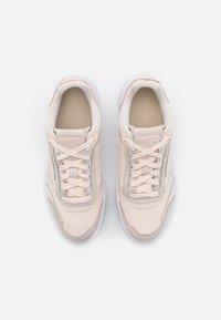 Reebok Classic - CLUB C LEGACY - Zapatillas - ceramic pink/white - 5