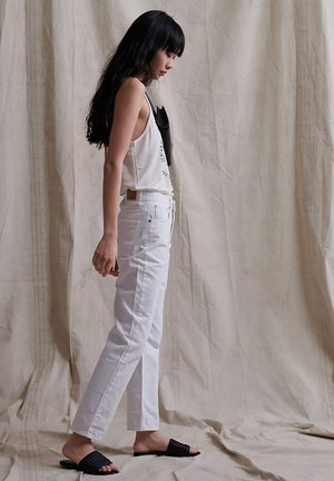 SUPERDRY HIGH RISE STRAIGHT JEANS - Straight leg jeans - optic white