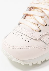 Reebok Classic - CLASSIC - Trainers - pale pink/chalk/gold - 2
