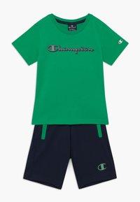 Champion - LEGACY GRAPHIC SHOP SET UNISEX - Pantalón corto de deporte - green/dark blue - 0