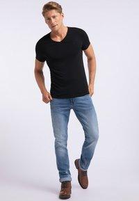 Mustang - AARON - T-shirt basic - black - 1