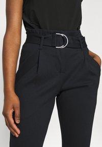 Vero Moda Petite - VMBAILEY PAPERBAG BELT PANTS - Pantalones - black - 5