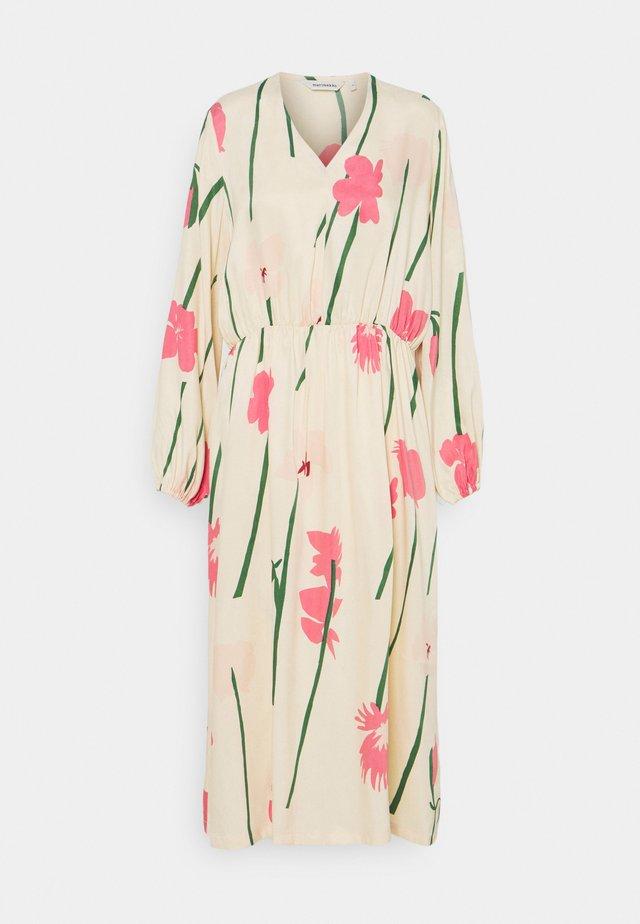 NIITTY TORIN KUKAT DRESS - Korte jurk - beige/pink/green