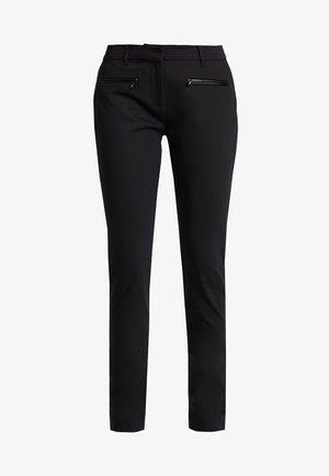 HERITAGE SLIM FIT PANTS - Kalhoty - masters black