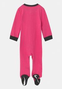 Nike Sportswear - FOOTED COVERALL SET - Dupačky na spaní - dark hyper pink - 1