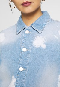 Marc O'Polo DENIM - JACKET JACKET PATCHED POCKETS  BLEACHED TIE DYE DE - Veste en jean - blue - 5