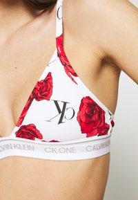 Calvin Klein Underwear - ONE UNLINED TRIANGLE AVERAGE - Triangle bra - white/red - 4