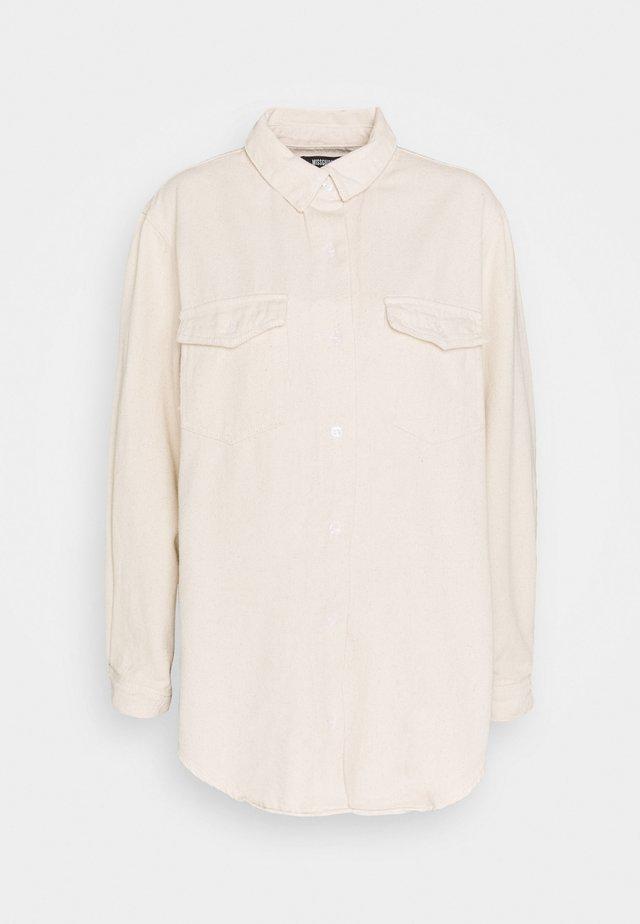 SUPER OVERSIZED BOYFRIEND SHIRT - Skjorte - sand
