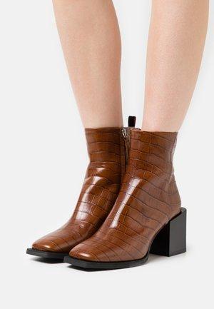 CILINDRO - Korte laarzen - brown