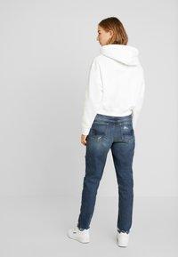 American Eagle - MEDIUM DESTROY TOMGIRL - Jeans slim fit - vintage star - 2