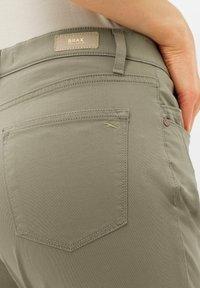 BRAX - STYLE MARY S - Pantalon classique - light khaki - 4