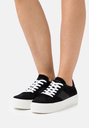 FREYA FLATFORM LACE UP - Sneakersy niskie - black