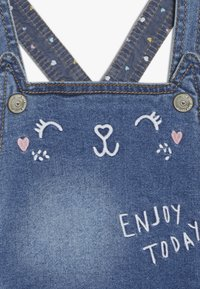 mothercare - DUNGAREE - Hängselbyxor - denim - 5