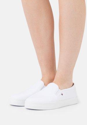 ESSENTIAL NAUTICAL - Sneakers laag - white