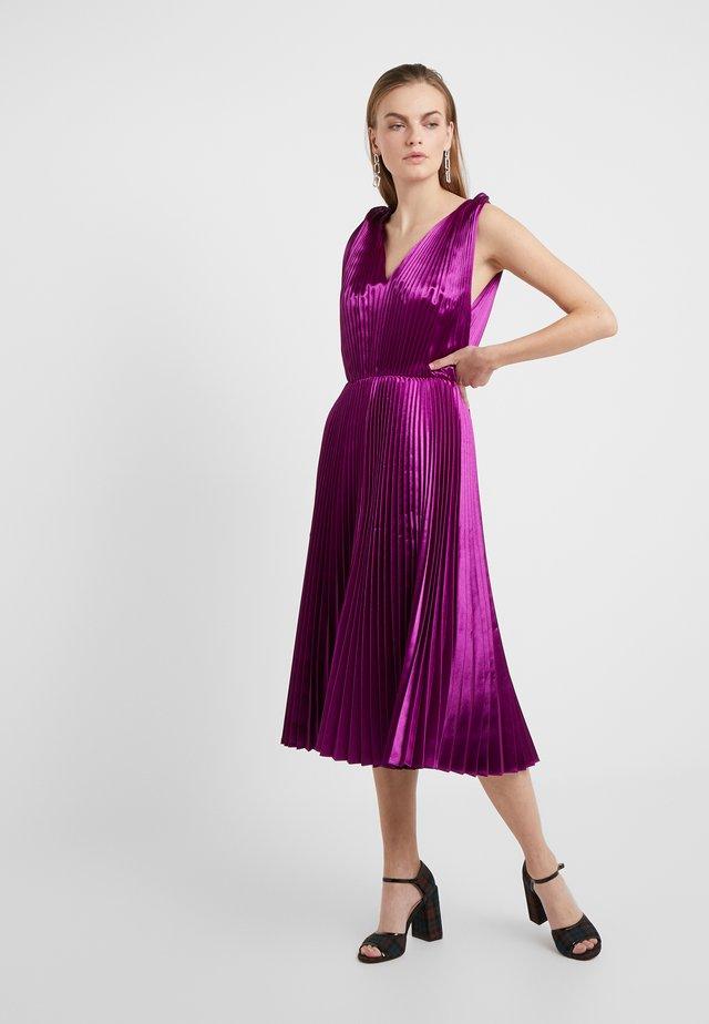 Sukienka koktajlowa - purple