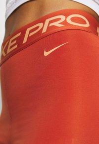 Nike Performance - SHORT HI RISE - Medias - firewood orange/amber brown - 5