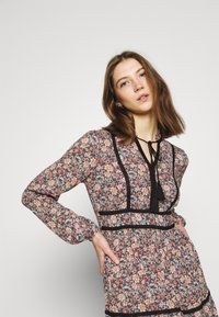 Vero Moda - VMBELLA TIE DRESS - Day dress - ombre blue - 4