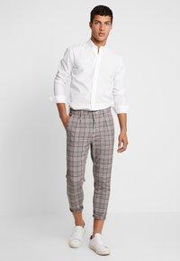 Cotton On - OXFORD - Pantalon classique - grey prince - 1