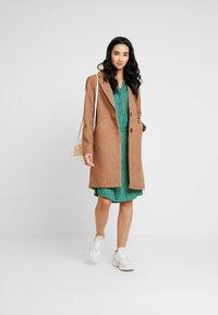 Re.draft - STRIPED DRESS - Robe chemise - cobalt green - 2