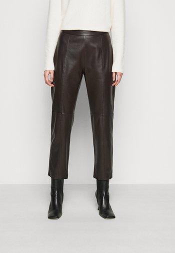 ARIELLA - Kožené kalhoty - dunkel braun