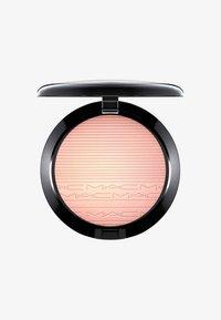 MAC - EXTRA DIMENSION SKINFINISH - Highlighter - beaming blush - 0