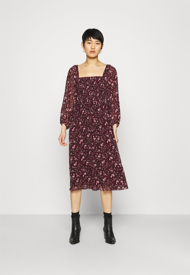 SQUARE NECK SMOCKED MIDI DRESS - Korte jurk - burgundy paisley floral