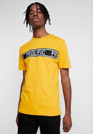 Printtipaita - yellow dark