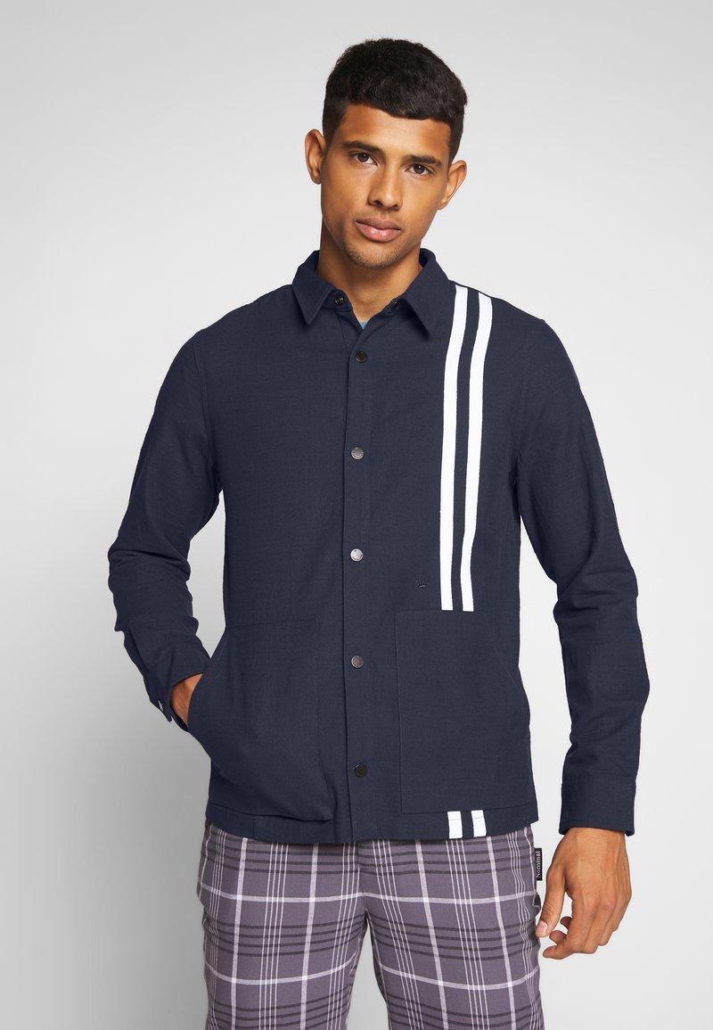 Junk De Luxe - CONTRAST STRIPE OUTERSHIRT - Summer jacket - mid blue