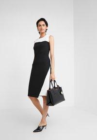 DKNY - COLORBLOCK DRESS - Pouzdrové šaty - ivory/black - 1
