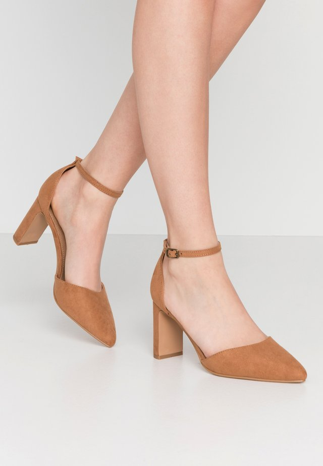 JEANNE CLOSED TOE HEEL - Avokkaat - tan