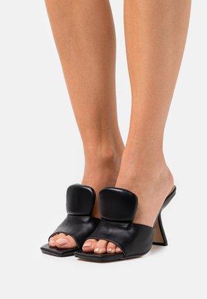 MAIRA - Slip-ins med klack - black