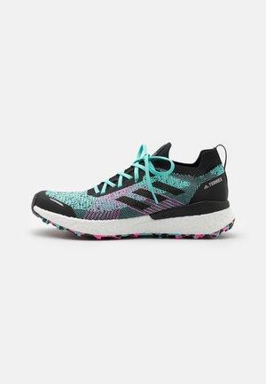 TERREX TWO ULTRA PRIMEBLUE - Běžecké boty do terénu - acid mint/core black/screaming pink