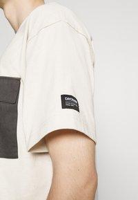 Dr.Denim - NIX POCKET TEE - T-shirt imprimé - shell - 4
