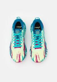 ASICS - NOOSA TRI 13 - Tekmovalni tekaški čevlji - illuminate yellow/sea glass - 3