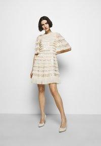 Needle & Thread - NANCY FRILL MINI DRESS - Koktejlové šaty/ šaty na párty - champagne - 1