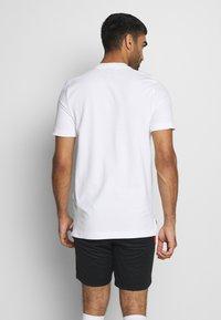 Nike Performance - POLEN MODERN  - Print T-shirt - white/sport red - 2
