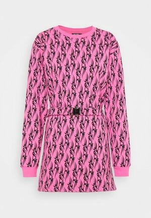 TRIBAL LOVE LONGSLEEVE DRESS - Denní šaty - pink/black